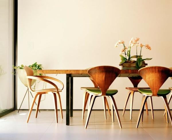 Modern decor idea 4 - mid-century modern dinner table