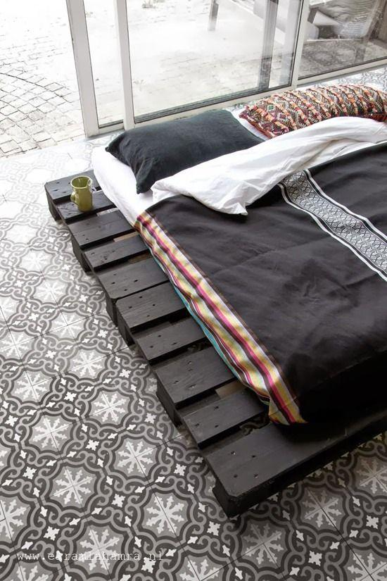 Pallet bed base 4 - in modern black color