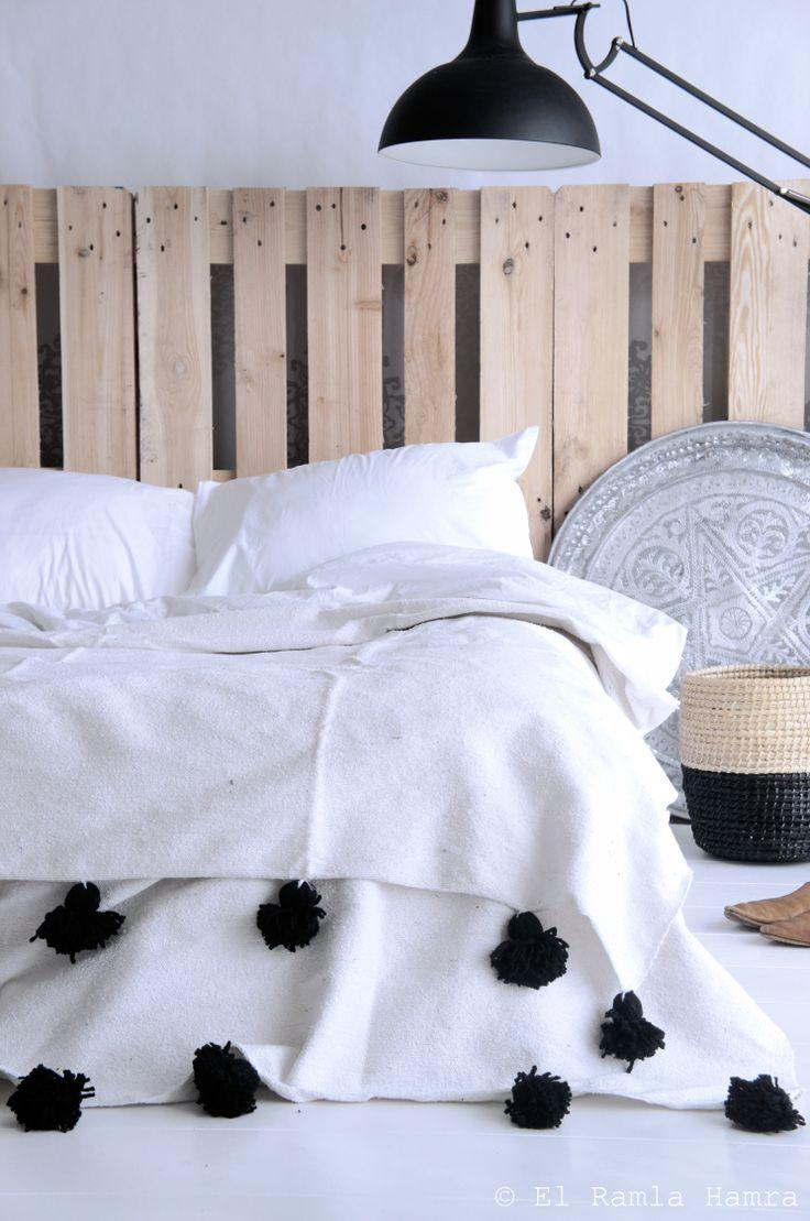 Pallet headboard - unique bed with modern lamp