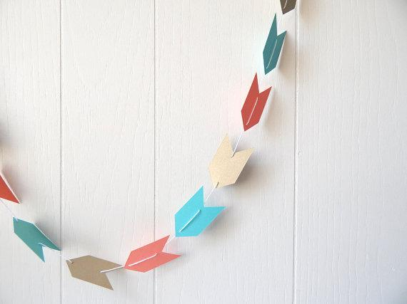 Paper Christmas garland - made of colorful arrows