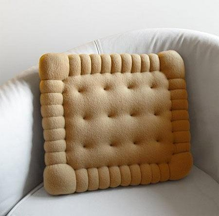 Pillow cover design 2 - in the shape of a biscuit