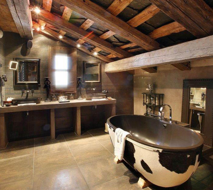 Rustic bathroom 2 - with modern bathtub