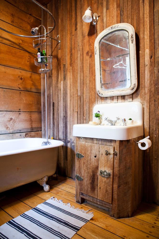 Rustic bathroom 3 - with vintage vanity