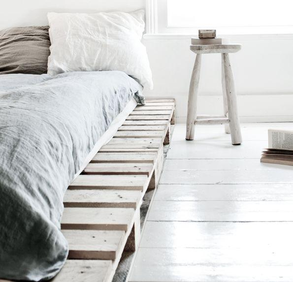 Simple pallet bed - with soft mattress above it