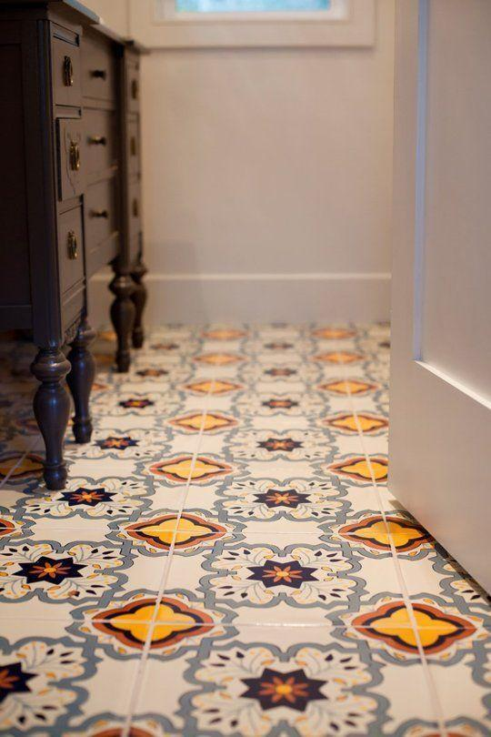Small space floor tile patterns 2 in a small entry hall for Small room flooring ideas