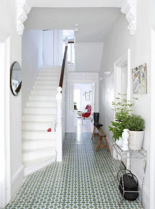 Small space floor tile patterns - in a narrow hallway