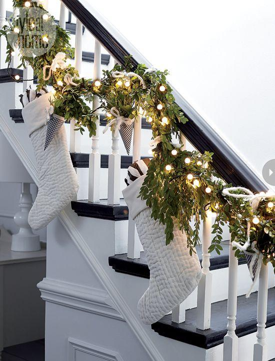 Stair Christmas Garland 5 With White Socks Founterior