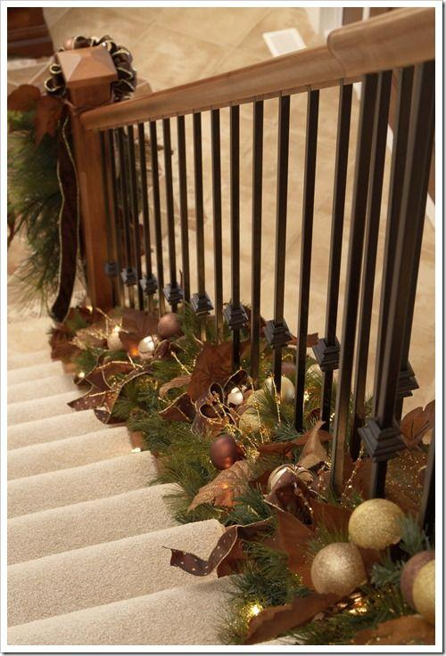 Stair Christmas garland 6 - with pale brown balls
