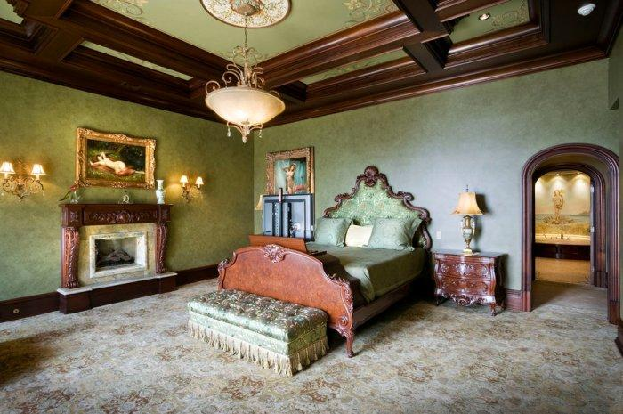 Victorian bedroom fireplace - in a spacious Royal room