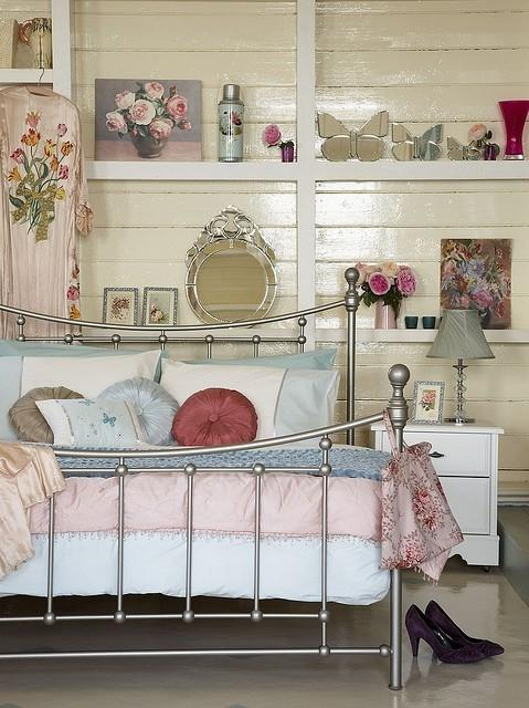 Vintage bedroom accents - in a chic room