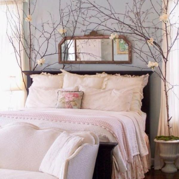 Vintage bedroom bed - with pink sheets