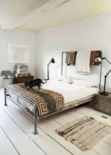 Vintage farmhouse bedroom - with authentic design