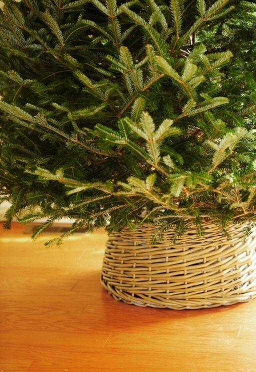Wicker Christmas tree skirt 2 - and simple green tree