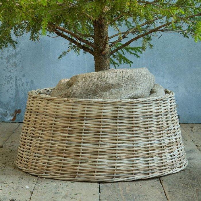 Wicker Christmas tree skirt 3 - and burlap bag