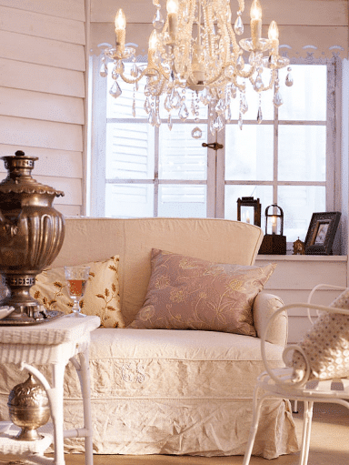 Farmhouse couch - with soft pillows