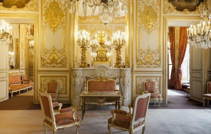 French Baroque room - with gold walls