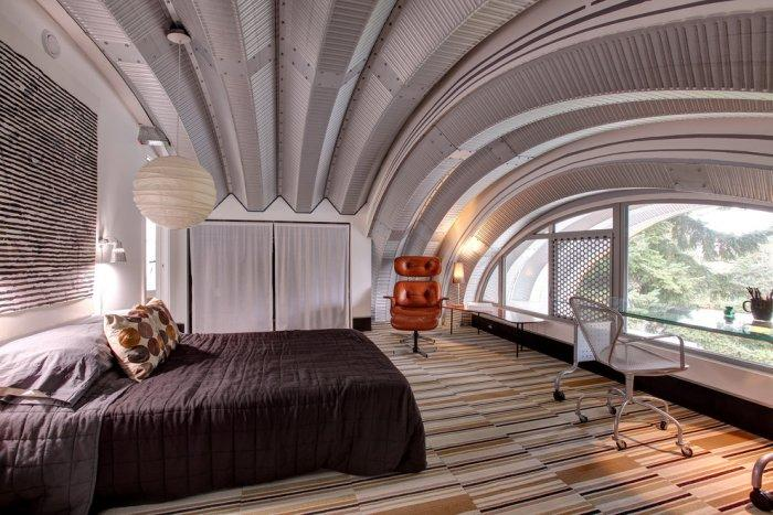Futurist bedroom - with bended ceiling