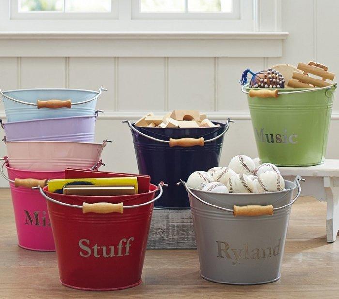 Christmas tree skirts 20 alternative ideas founterior for Galvanized well bucket