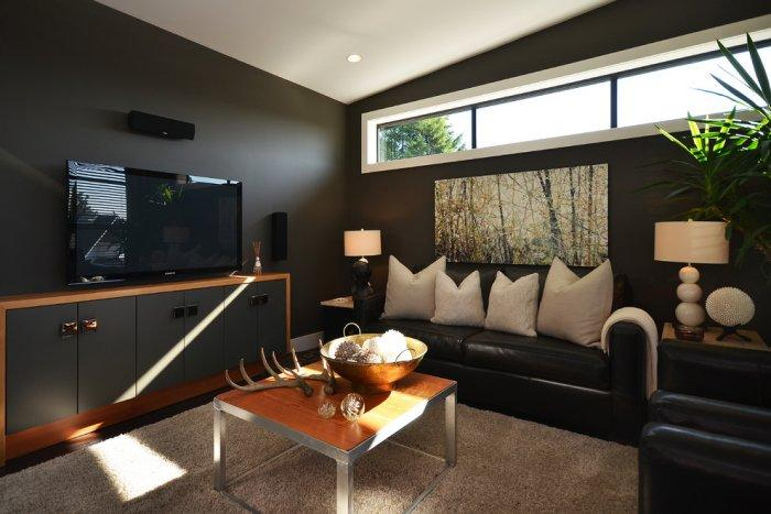 Great Black Den Room   With Leather Sofas