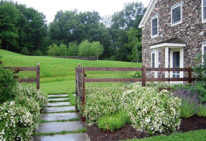Garden Fence Ideas And Design Examples Founterior