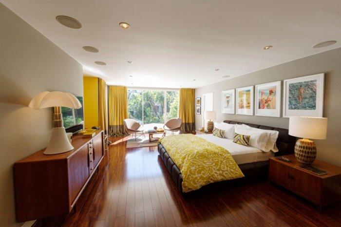 Mid-century modern private room - with hueg bed