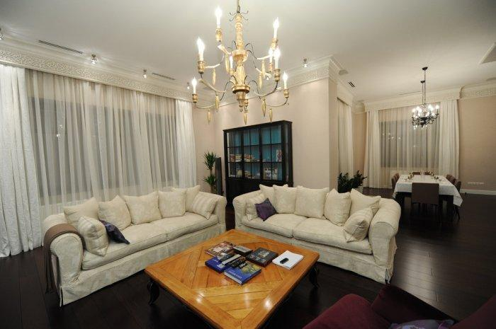 Ornated ceiling cornice - inside a luxurious classsic living room