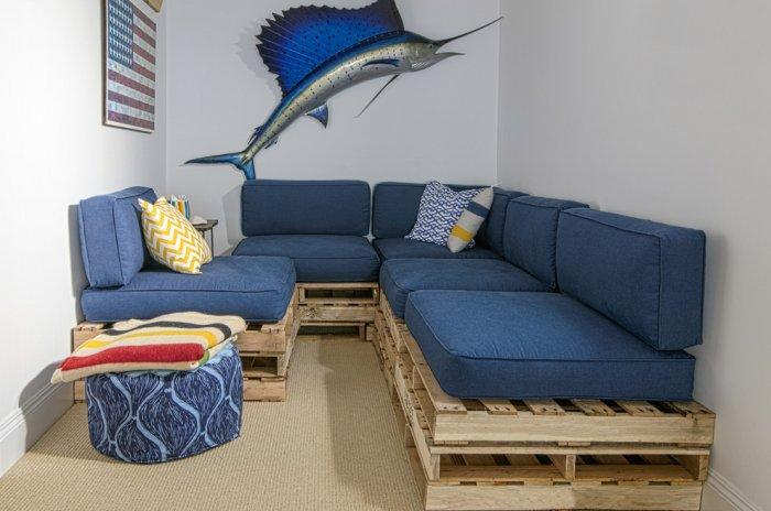 Pallet furniture design and ideas founterior for Pallet living room couch
