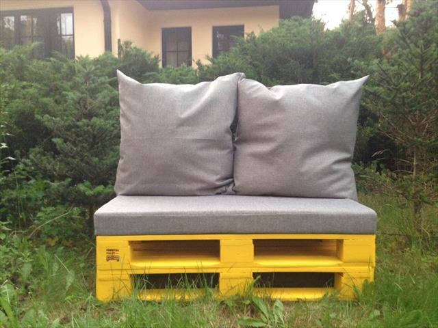 Pallet furniture - Yellow sofa - for garden use