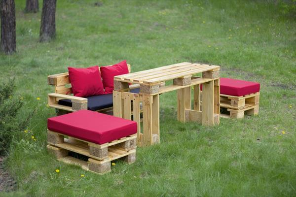 Pallet furniture - garden sofa - with table