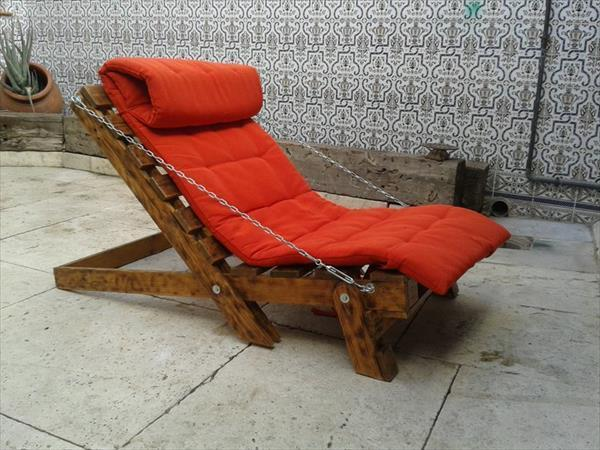 Pallet furniture - lounge chair - with red blanket
