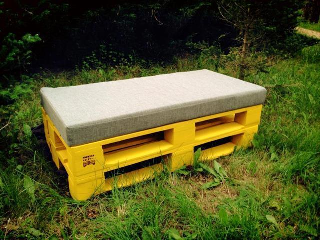 Pallet furniture - yellow couch - for outdoor use