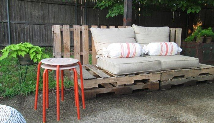 Pallet garden couch - with soft cushions