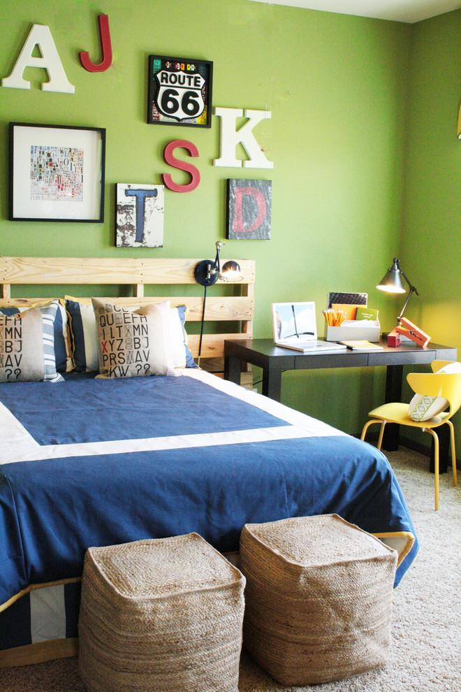 Pallet kid's bed - with blue sheets