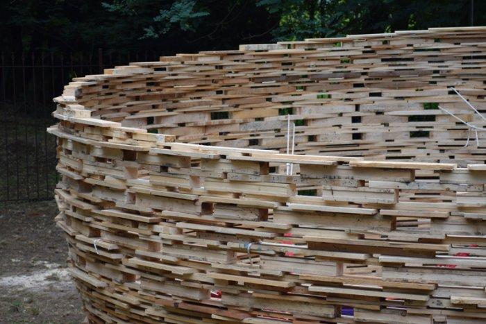 Pallets circle - forming a construction