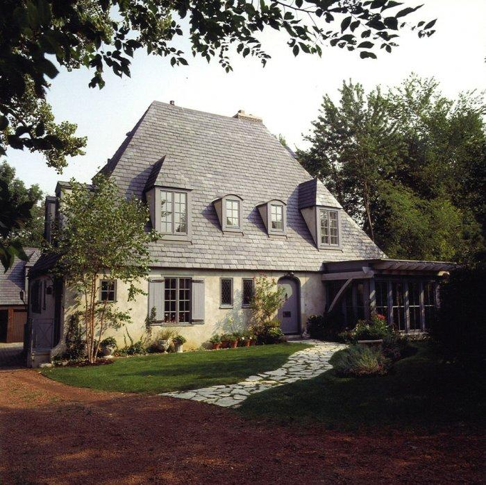 Romantic French eclectic house - with high roof