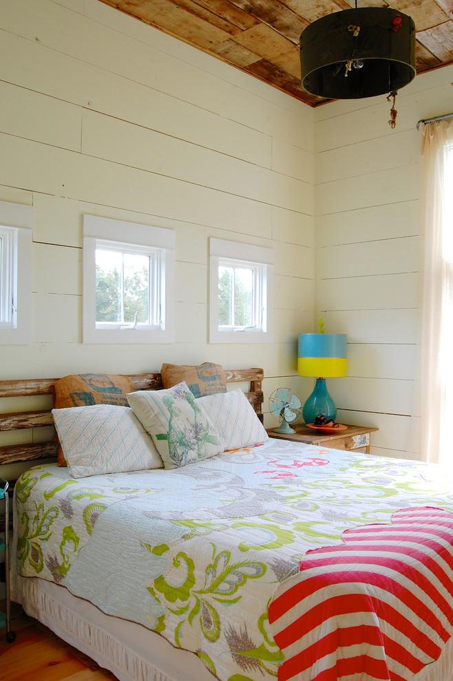 Small pallet headboard - in a cozy bedroom