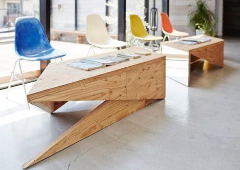 Waiting room - with modern wood desks