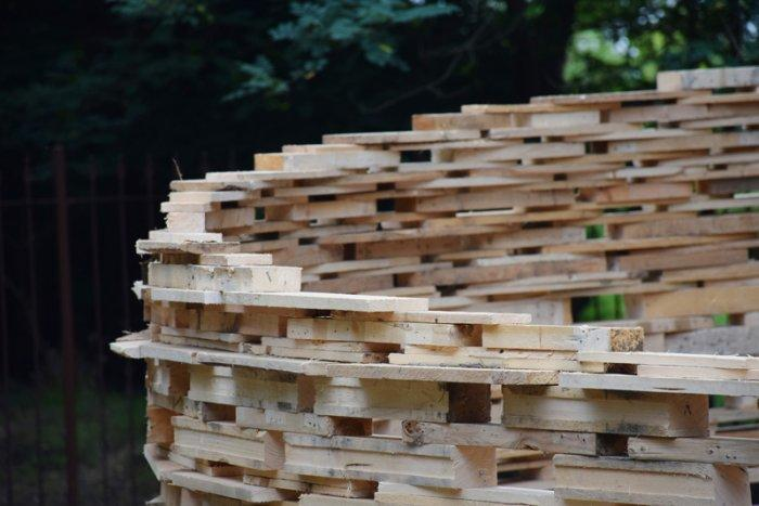 Wooden pallets - forming a circle