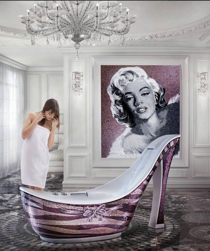 Luxurious bathtub for women - pink shoe