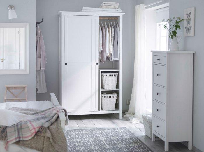 Shabby Chic bedroom wardrobe - with sliding doors