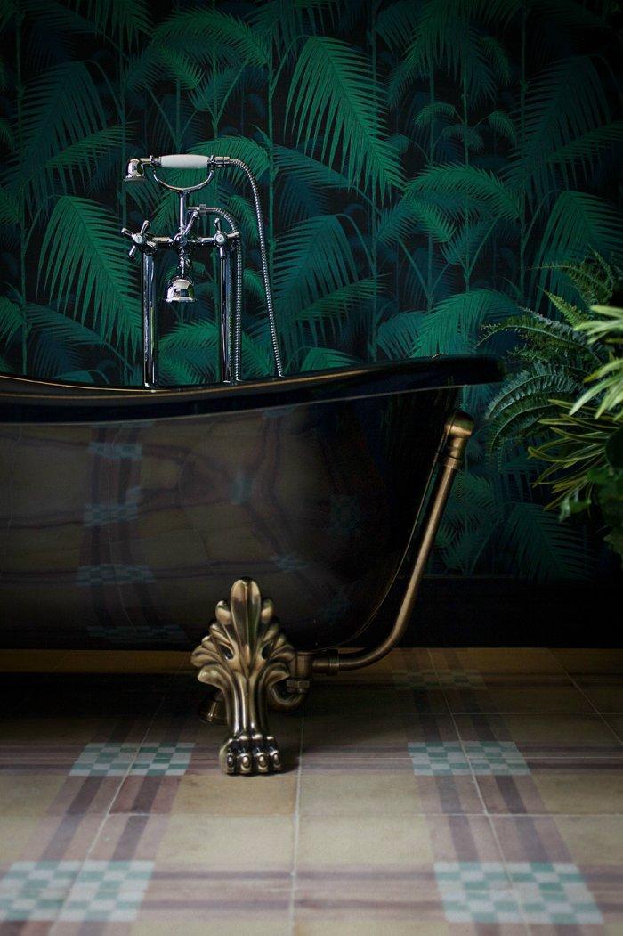Vintage luxurious bathtub - made of dark copper