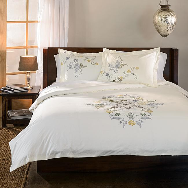 White duvet cover set - with simple patterns
