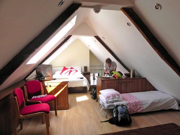 attic room 33