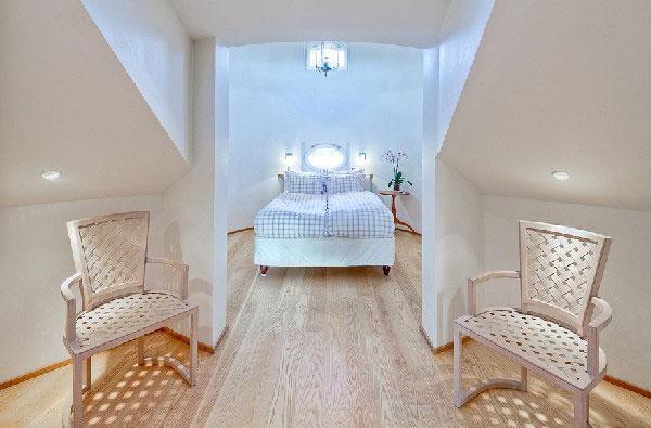attic room 7