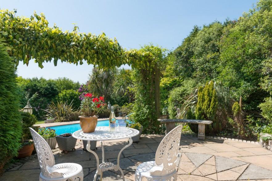 Bistro Tables for Better Garden, Veranda or Outdoors