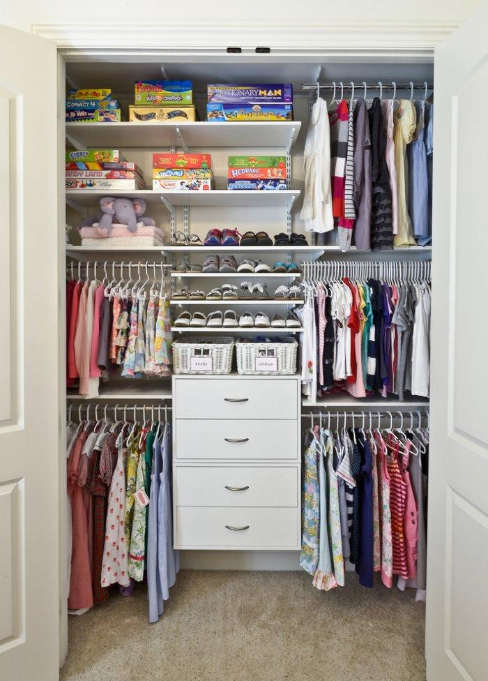 Contemporary closet organizer - with plenty of clothes