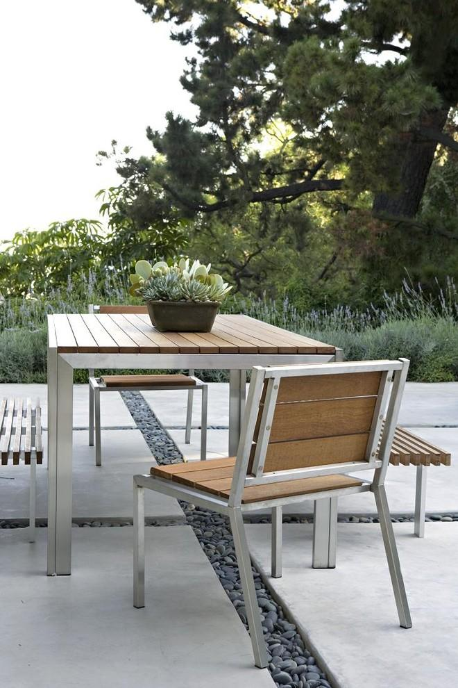 Metal outdoor furniture for your summer garden founterior for Modern patio chairs