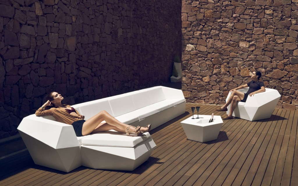 Ultra modern outdoor chaise lounges for relaxation for Minimalist lounge