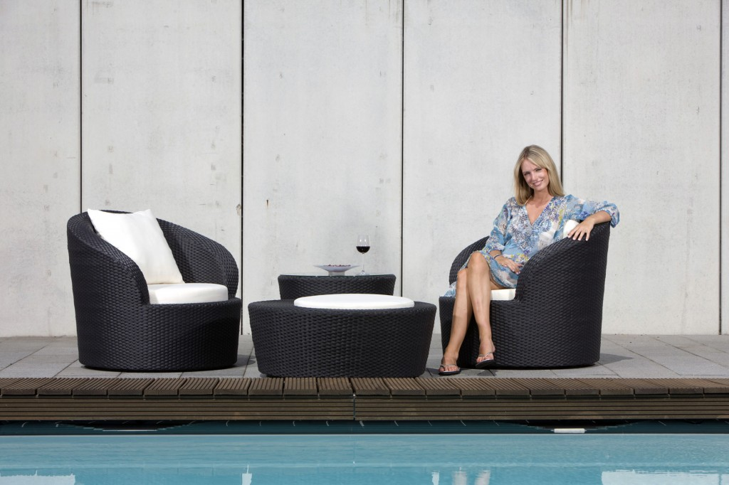 Modern outdoor dining set - next to the pool