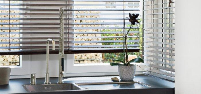 Simple kitchen blinds - at the sink